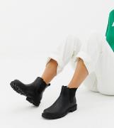 Botines Chelsea de cuero sintético en negro de Monki