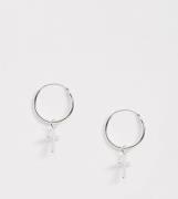Pendientes de aro con diseño cruzado en plata de ley de Kingsley Ryan