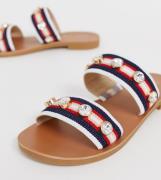 Sandalias con dos tiras y adornos en rojo de River Island